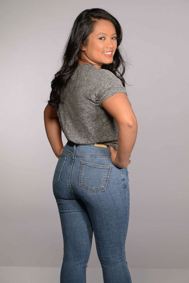 Alexa Valiente wears a pair of 5KG jeans.