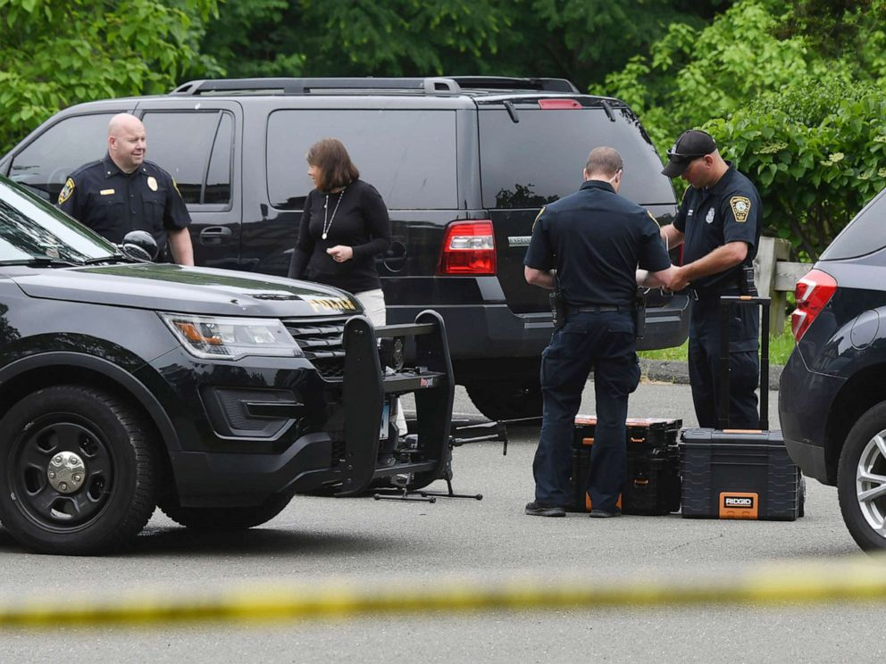 PHOTO: Police congregate as they search for Jennifer Dulos at Waveny Park in New Canaan, Conn. Wednesday, May 29, 2019.