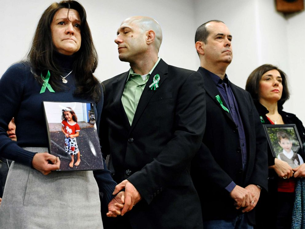 PHOTO: Jennifer Hensel and Jeremy Richman, parents of Sandy Hook School shooting victim Avielle Rose Richman, listen at a news conference at Edmond Town Hall in Newtown, Conn., Jan. 14, 2013.