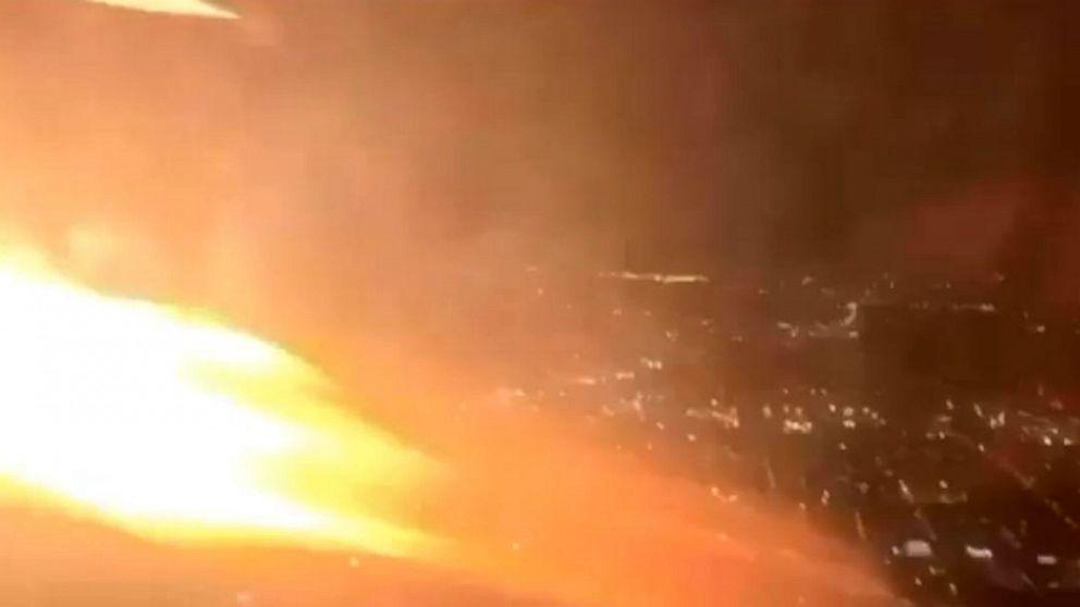 Flammen offenbar die Aufnahme von Motor force jet zurück nach Newark