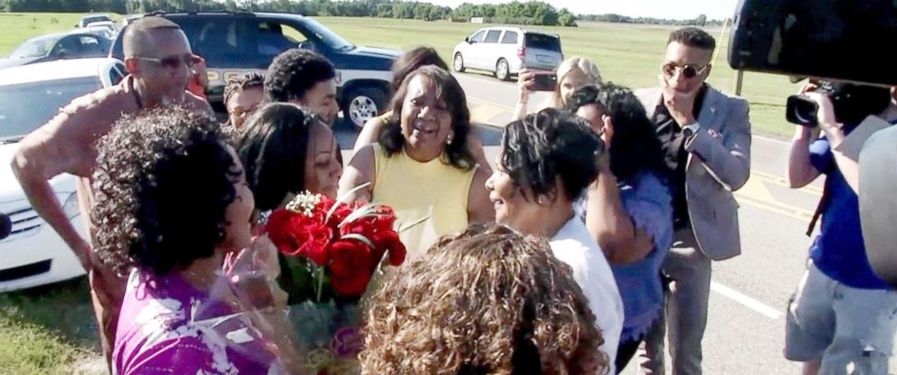 PHOTO: Alice Johnson reunites with her family members June 6, 2018.