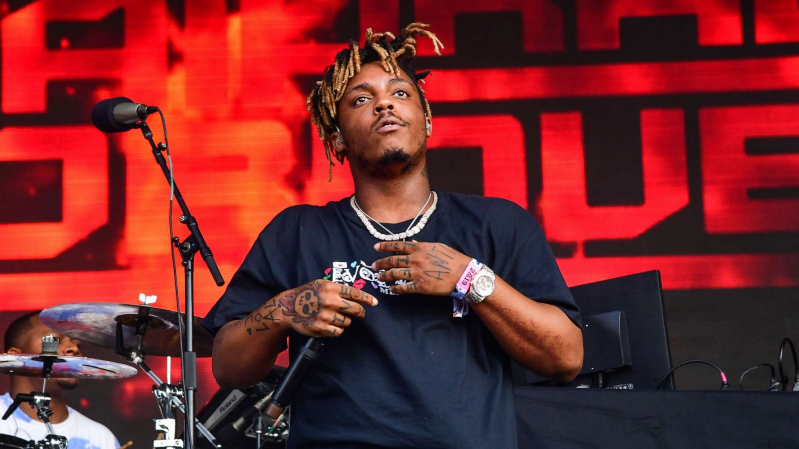 Rapper Juice WRLD dead after suffering medical emergency at Chicago's  Midway Airport - ABC News