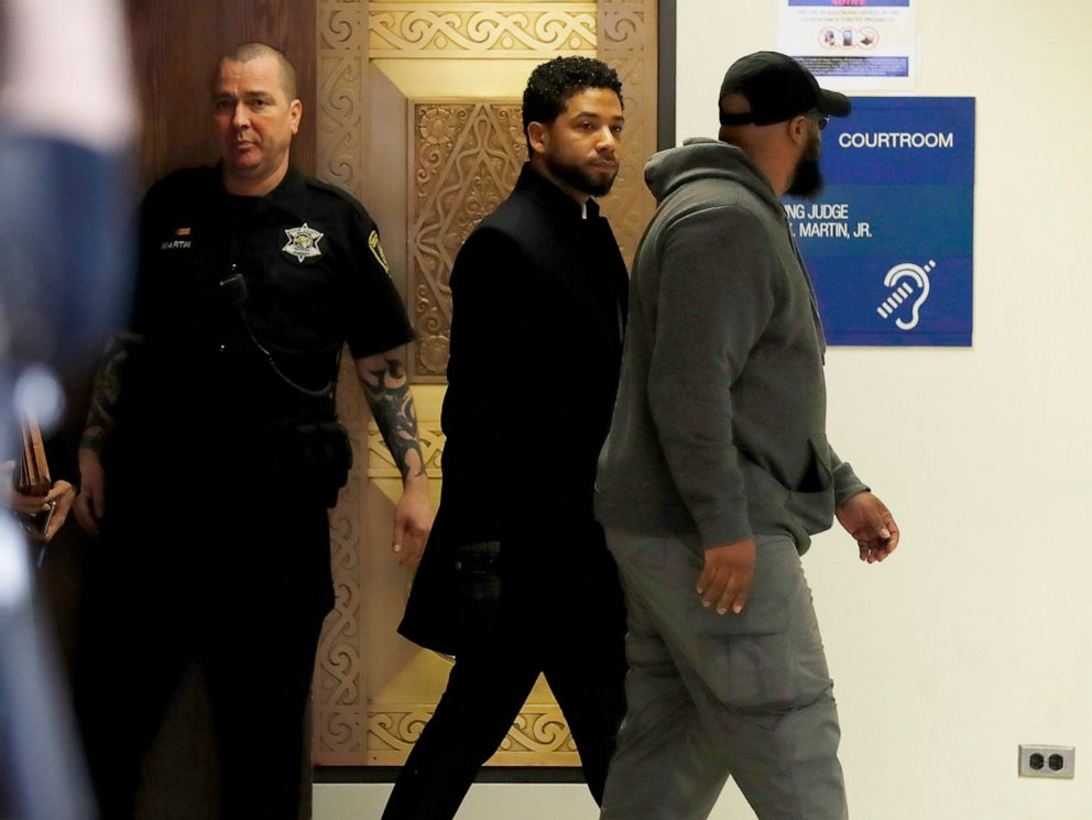 PHOTO: Actor Jussie Smollett exits courtroom 101 into the hallway at the Leighton Criminal Court Building following an emergency hearing over his disorderly conduct charges on March 26, 2019.