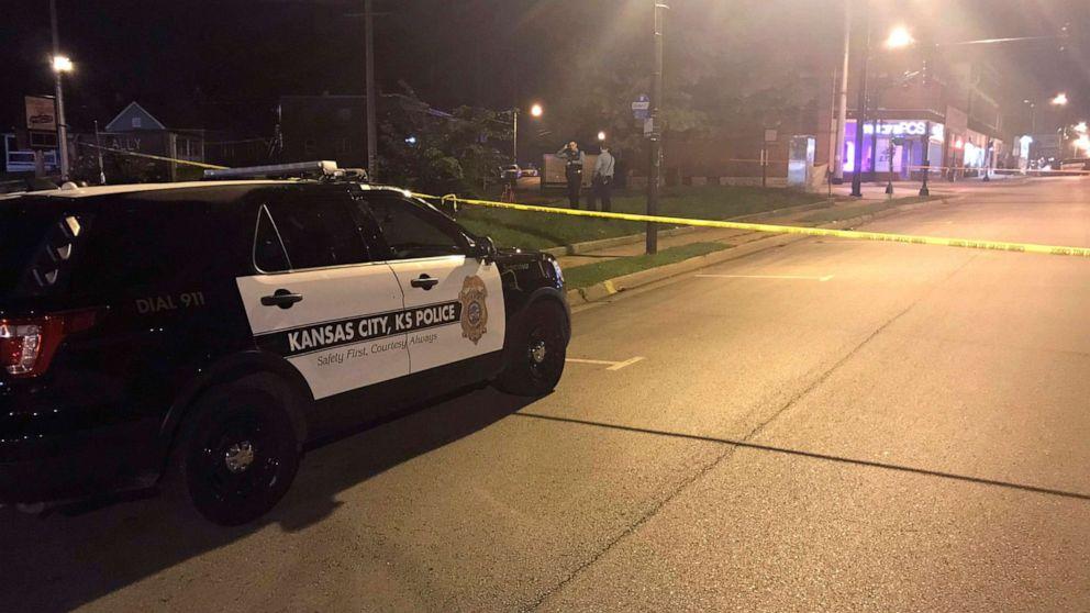 Αστυνομία συλλαμβάνει 1 ύποπτος στην Πόλη του Κάνσας μπαρ γυρίσματα; άλλα ακόμα
