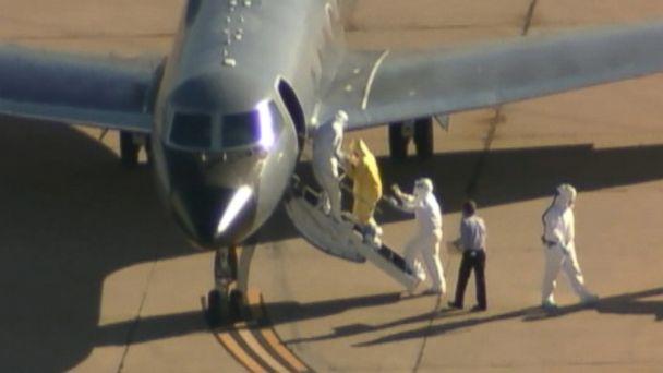 https://s.abcnews.com/images/US/kdfw_amber_vinson_clipboard_man_ebola_jc_141016_16x9_608.jpg