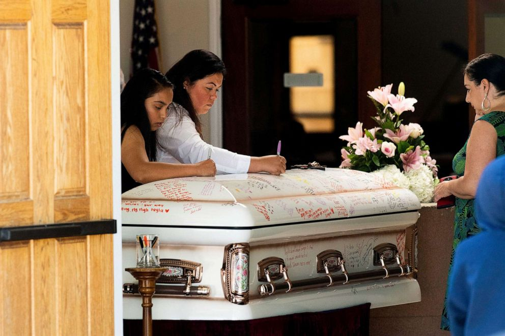 PHOTO: Mourners write on Keyla Salazars casket during the 13-year-olds funeral on Tuesday, Aug. 6, 2019, in San Jose, Calif.