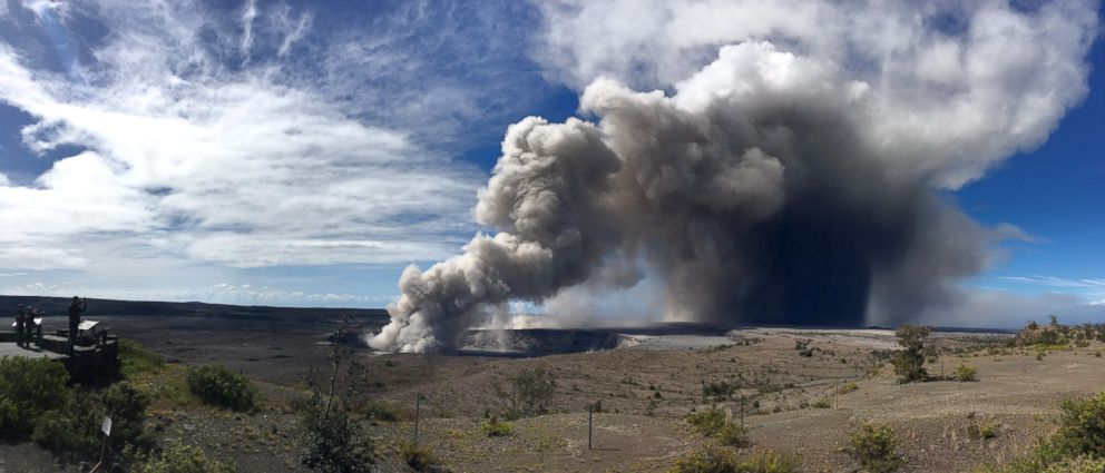 PHOTO: The Kileaua volcano in Hawaii sees new burst of volcanic ash, May 15, 2018.
