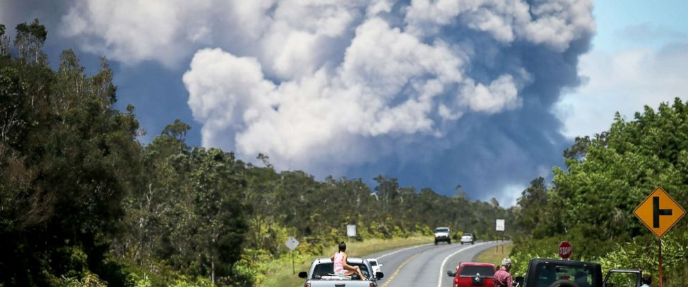 PHOTO: An ash plume rises from the Kilauea volcano on Hawaiis Big Island on May 15, 2018 in Volcano, Hawaii.