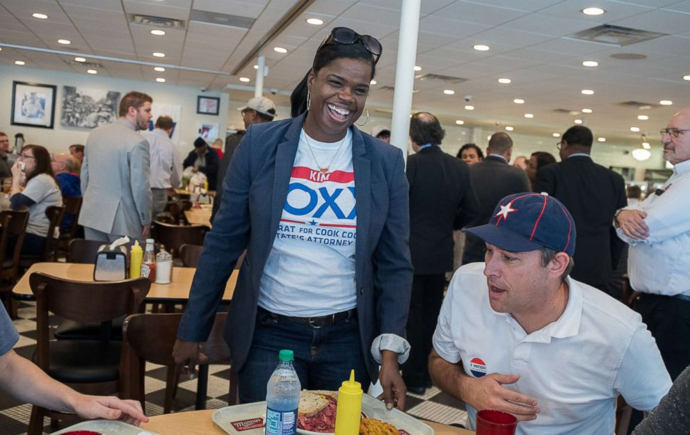 PHOTO: Kim Foxx, candidate for Cook County States Attorney, arrives for lunch on Tuesday, Nov. 8, 2016 at Mannys Cafeteria and Delicatessen in Chicago.