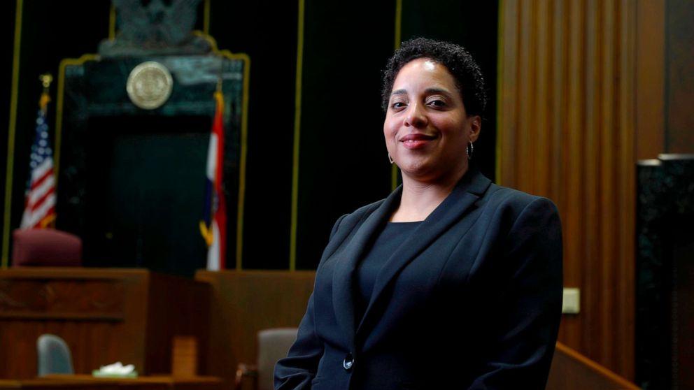 検察官警察組織の改革を求める、という彼女は、人種差別的陰謀