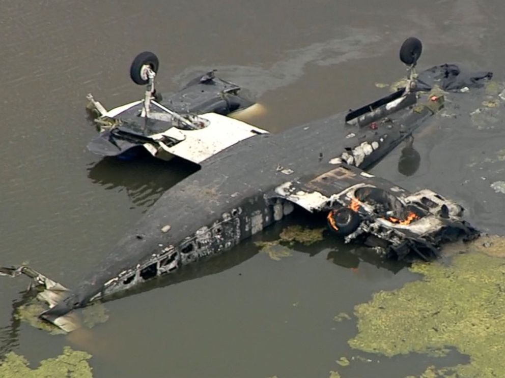 PHOTO: The NTSB is investigating an accident involving a small plane that crashed into a pond in Huntsville, Texas on Tuesday.