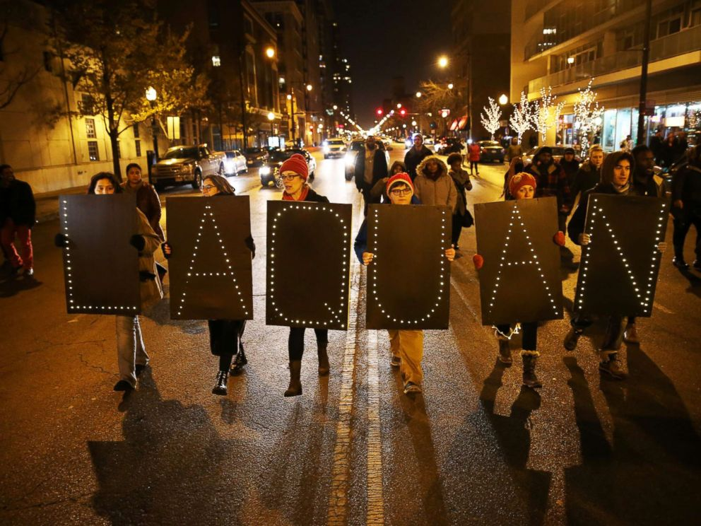 Family of Laquan McDonald call for peaceful protests as murder trial