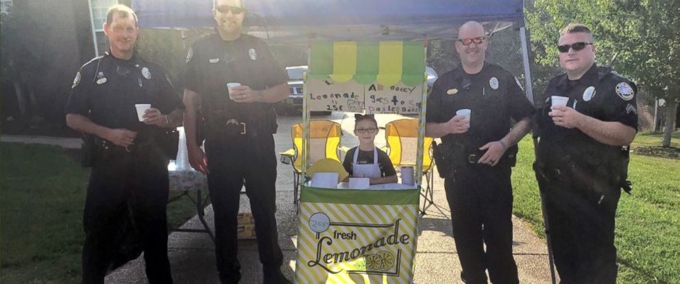 PHOTO: Caroline Freeman set up a lemonade stand Saturday to raise money for the wife and young daughter of Sgt. Daniel Baker, who was killed in the line of duty on May 30.
