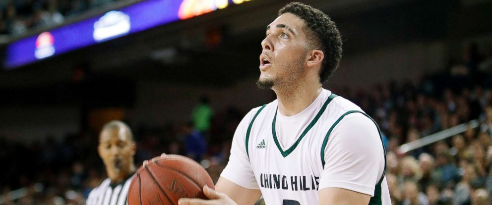 PHOTO: LiAngelo Ball #3 of Chino Hills High School shoots the ball during the game against Mater Dei High School at the Galen Center, Feb. 24, 2017, in Los Angeles.