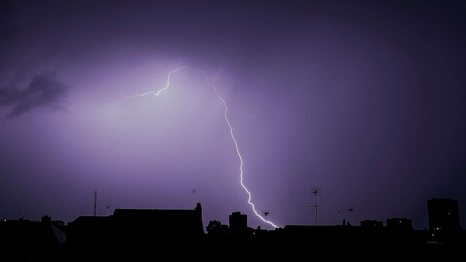 Experts Debunk  Common Myths About Getting Struck By Lightning Abc News