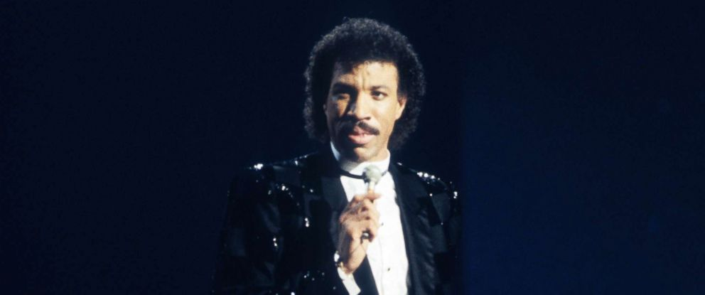 PHOTO: Lionel Richie performs at the 1985 American Music Awards, Jan. 28, 1985.
