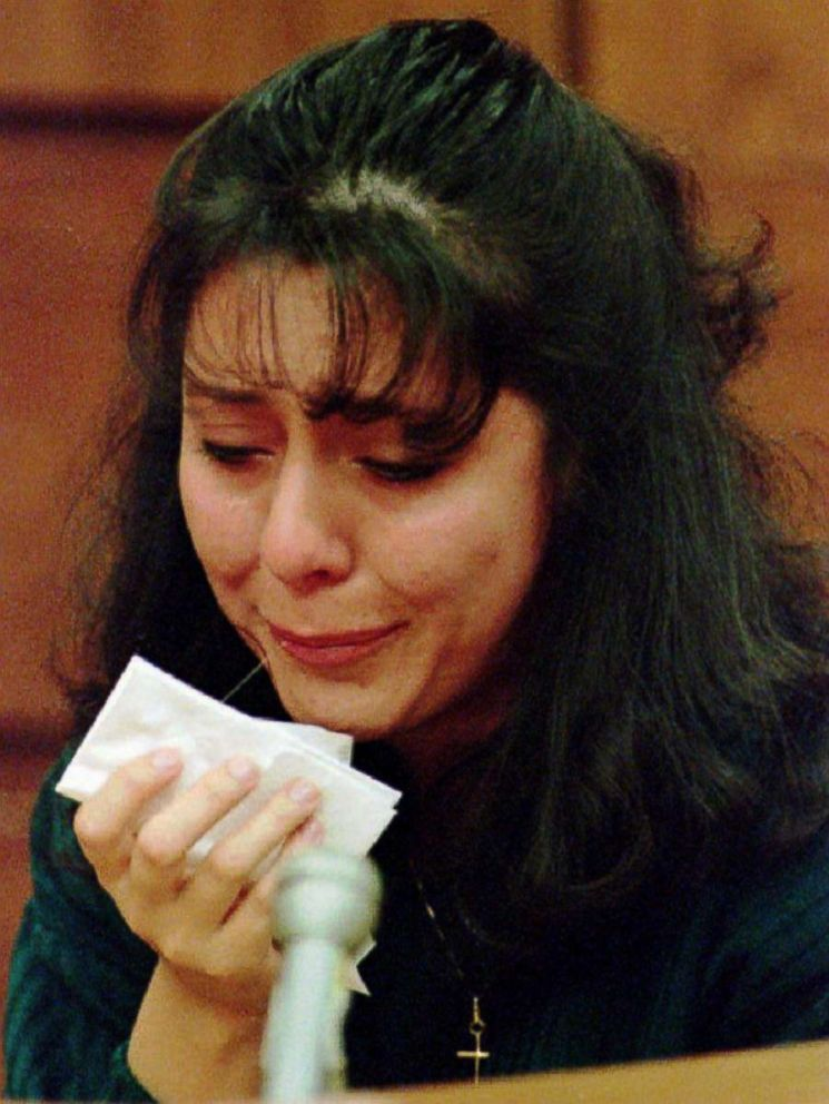 PHOTO: Lorena Bobbitt cries as she testifies about the night she cut her husband John Wayne Bobbitts penis off, Jan. 14, 1994 on the fourth day of her malicious wounding trial in Manassas, VA.