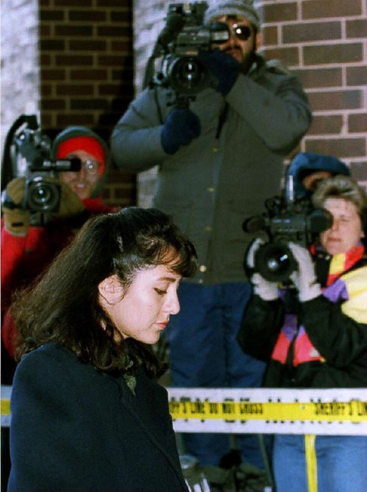PHOTO: Cameramen train their cameras on Lorena Bobbitt as she arrives at the Prince William County Courthouse in Manassas, Va., Jan. 18, 1994.