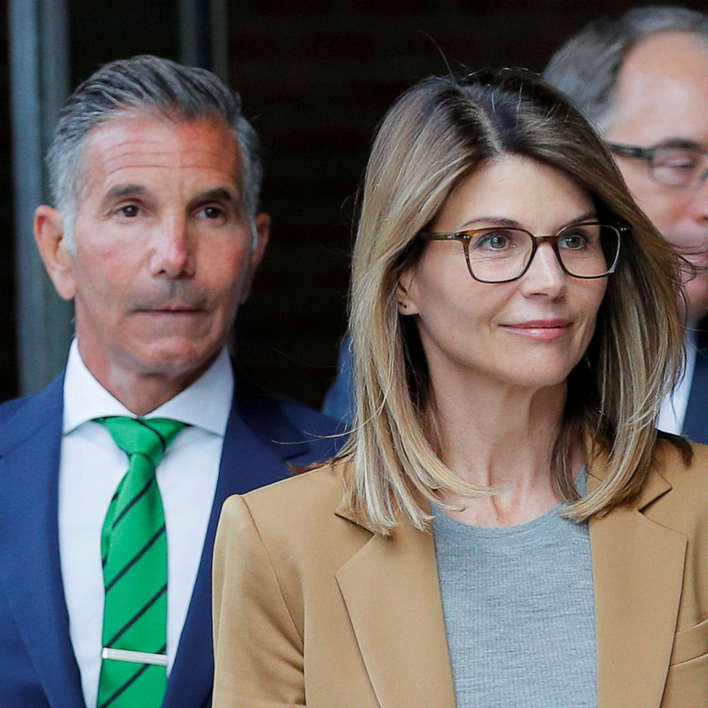 Lori Loughlin Sentenced To 2 Months In Prison For Role In College Admissions Scandal Abc News