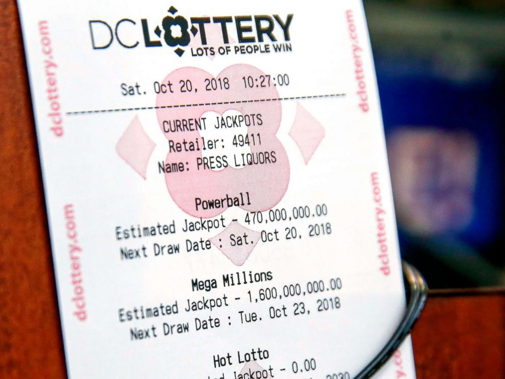 PHOTO: The estimated jackpots of the Mega Millions and Powerball lotteries on display at a retailer in Washington, D.C, Oct. 20, 2018.