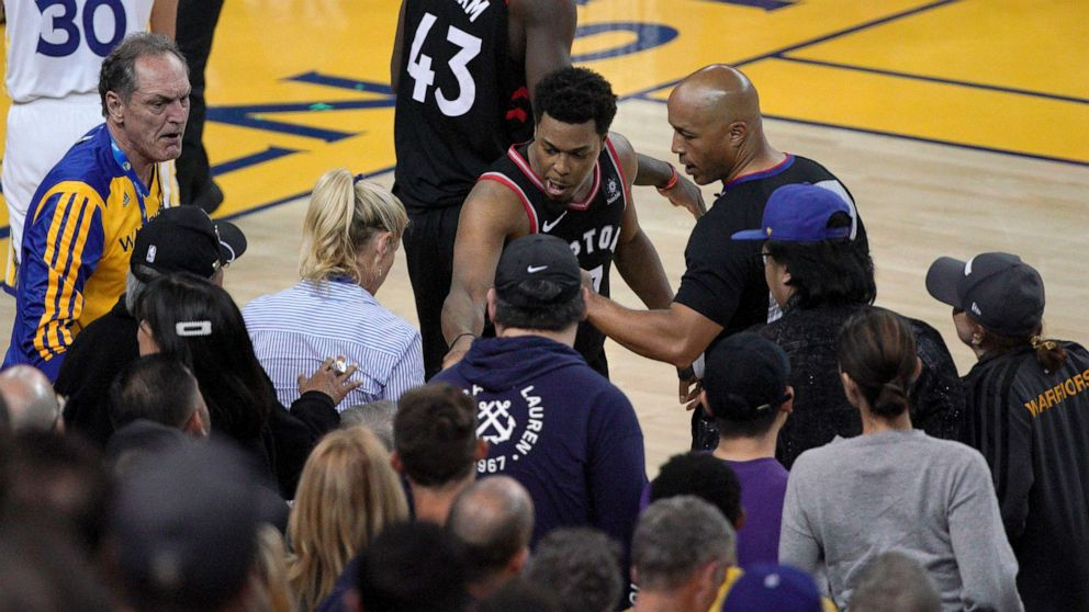 NBA bans Warriors minority owner after shoving player during game thumbnail