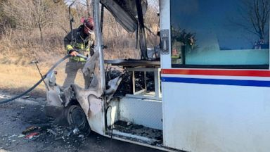 Last Day To Mail Christmas Gifts 2020 Postal worker saves Christmas gifts when mail truck bursts into