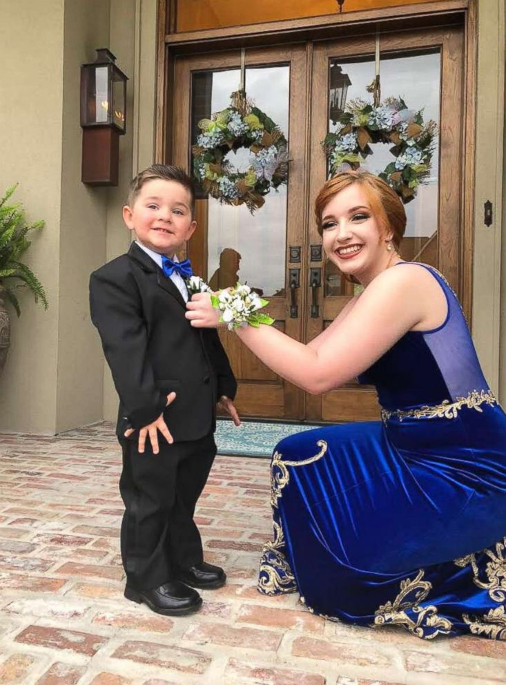 PHOTO: Skylar Fontaine said it was her idea to take prom photos with her boyfriends younger brother, Clay Moak Jr., but it was Clays grandmother who obtained the toddlers tuxedo and Marine costume.