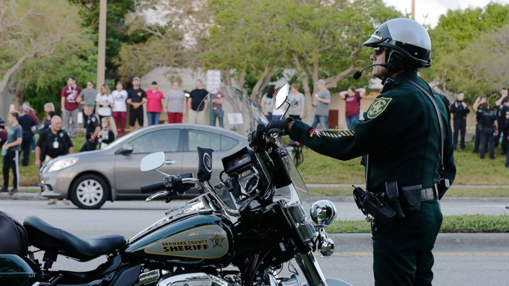 A police officer stands watch at Marjory Stoneman Douglas High School in Parkland, Fla., Feb. 28, 2018. Students returned to class for the first time since a former student opened fire there with an assault weapon.