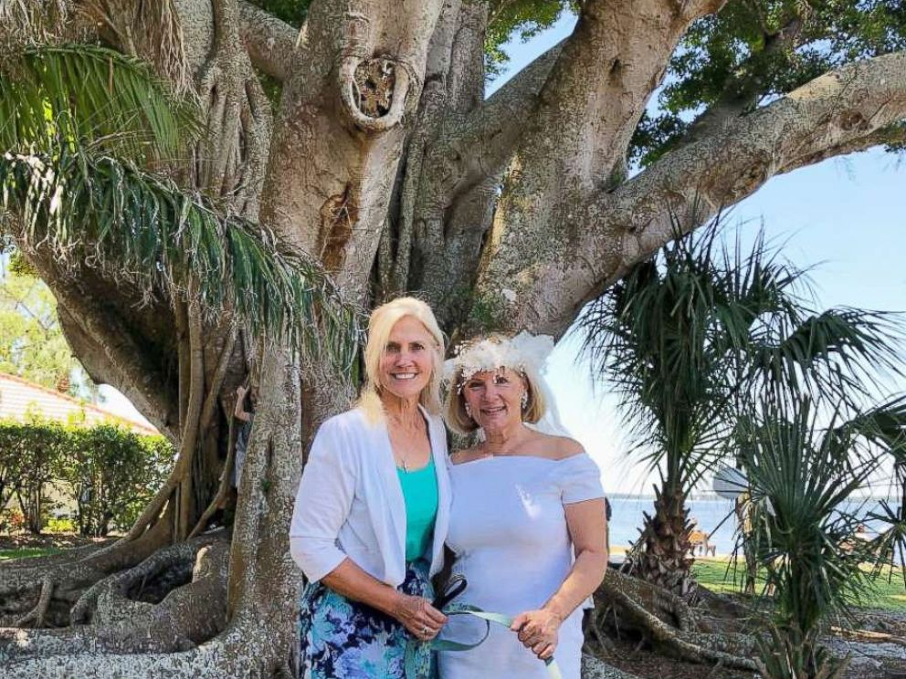 Fort Myers woman marries 100-year-old tree to protest development