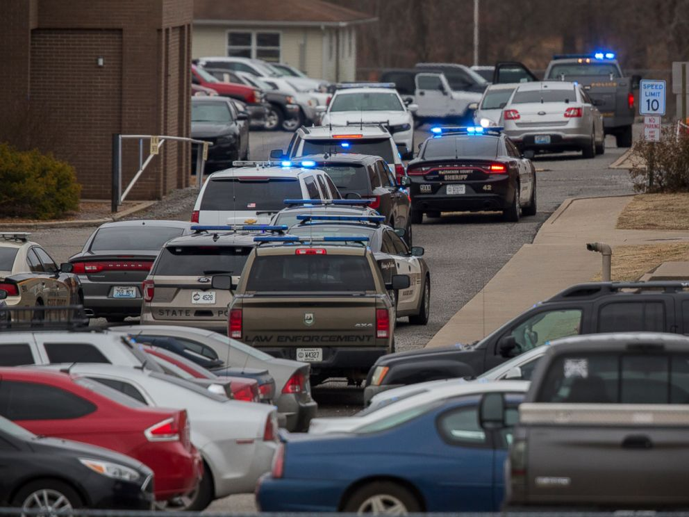 PHOTO: Emergency crews respond to Marshall County High School after a fatal school shooting, Jan. 23, 2018, in Benton, Ky. Authorities said a shooting suspect was in custody.