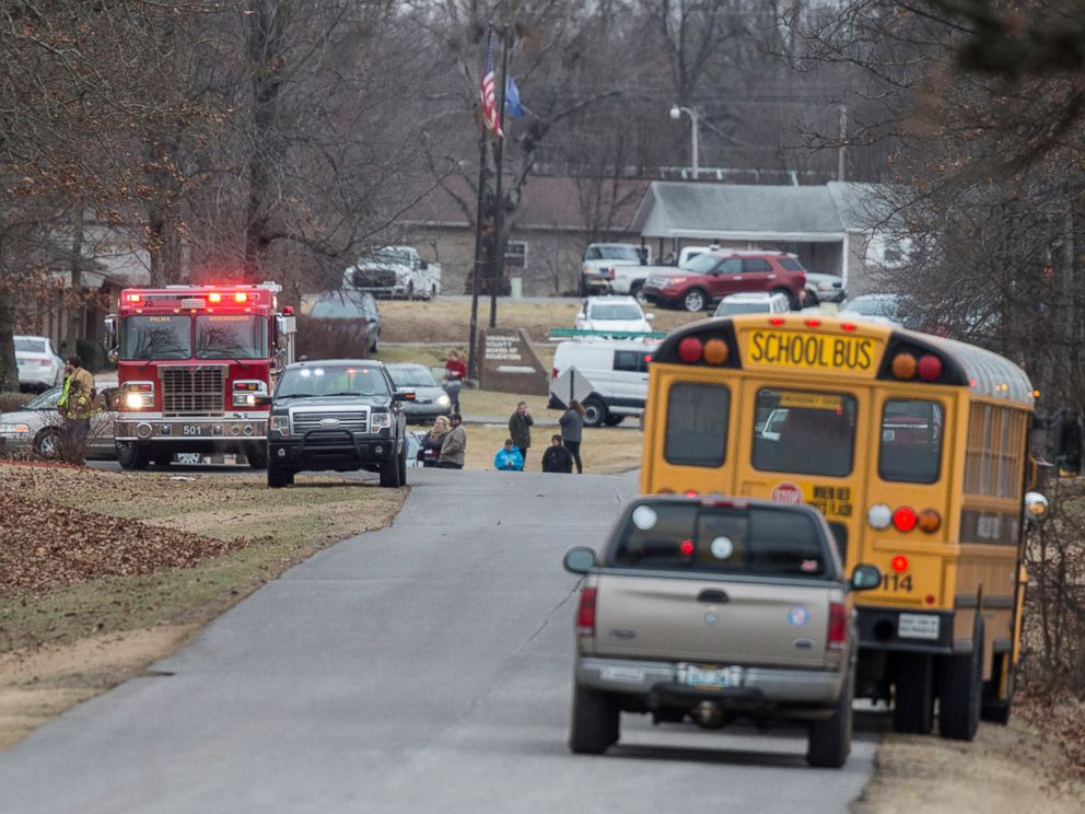 PHOTO: Emergency crews respond to Marshall County High School shooting, Jan. 23, 2018, in Benton, Ky.