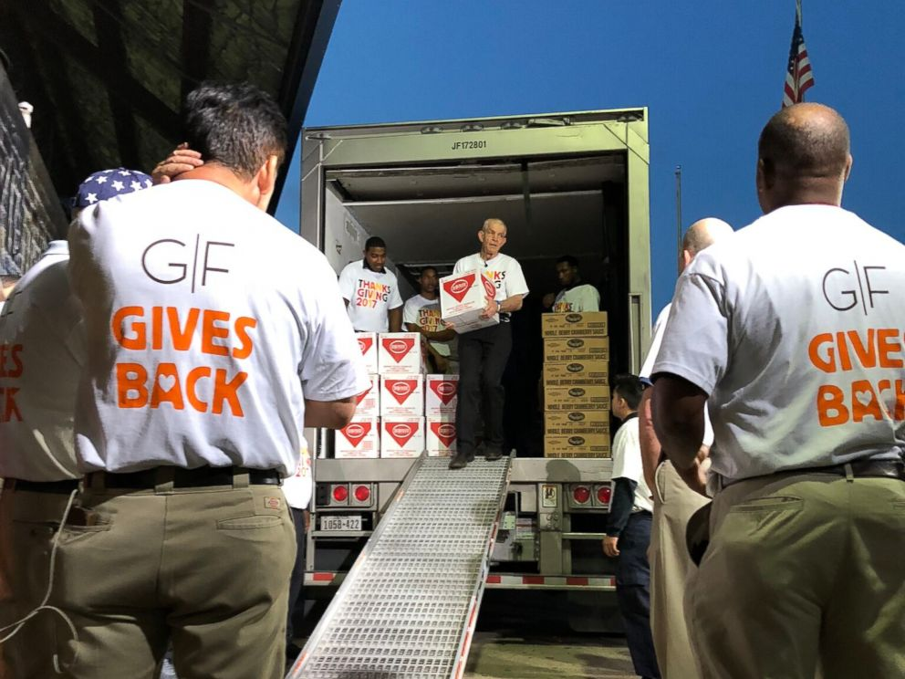 PHOTO: Gallery Furniture Owner Jim McIngvale Helps Unload Food To Prepare  For The Thanksgiving Dinner