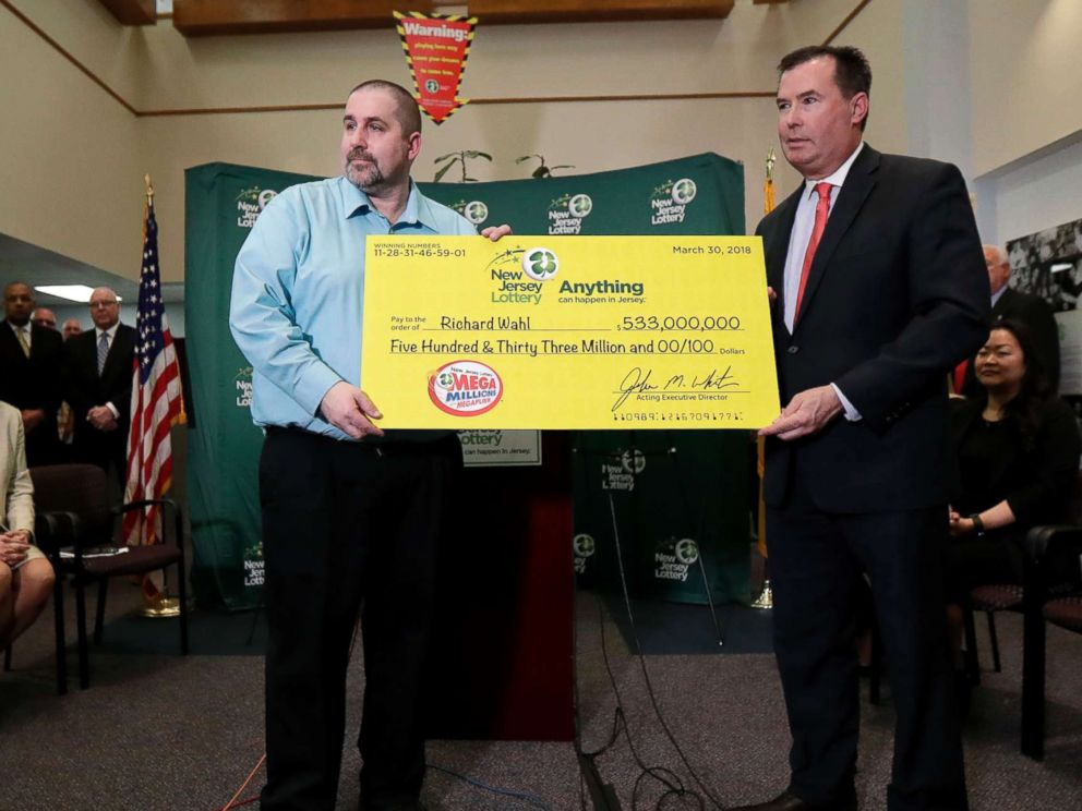 PHOTO: Richard Wahl poses for photos with the New Jersey Lottery Acting Executive Director during a news conference introducing Wahl as the $533 million Mega Millions jackpot winner at the New Jersey Lottery headquarters, April 13, 2018, in Trenton, N.J.