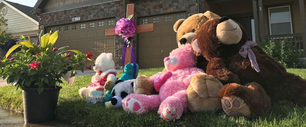 PHOTO: A memorial outside the home of Shanann Watts in Colorado.