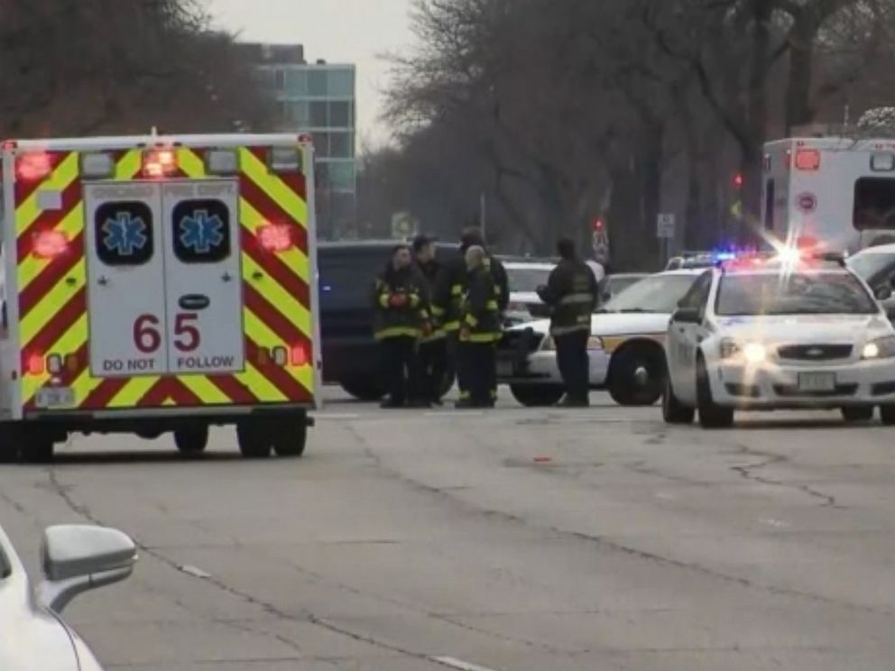 PHOTO: A Chicago police officer and several other people were wounded after a shooting attack at Mercy Hospital in Chicago, Nov. 19, 2018.