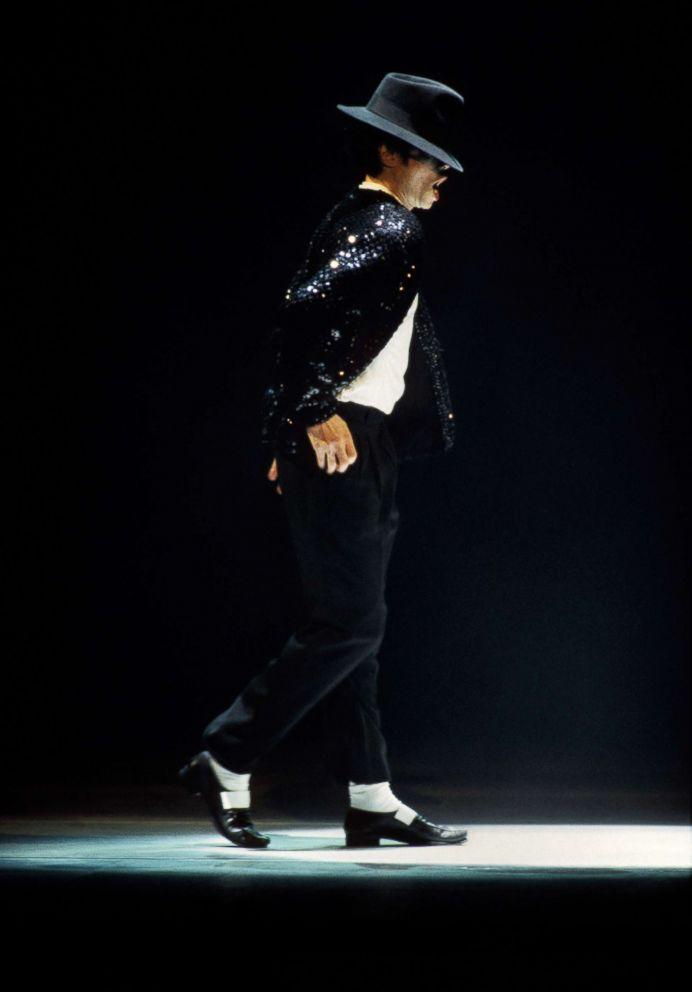 0e17c5ff27c PHOTO  Michael Jackson performs at the 12th Annual MTV Movie Awards at  Radio City Music