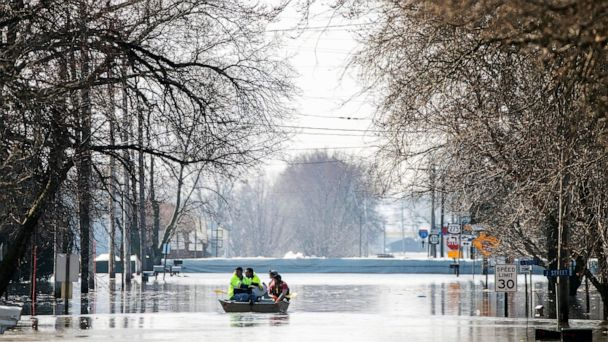 Flooding continues in Midwest as more towns evacuated