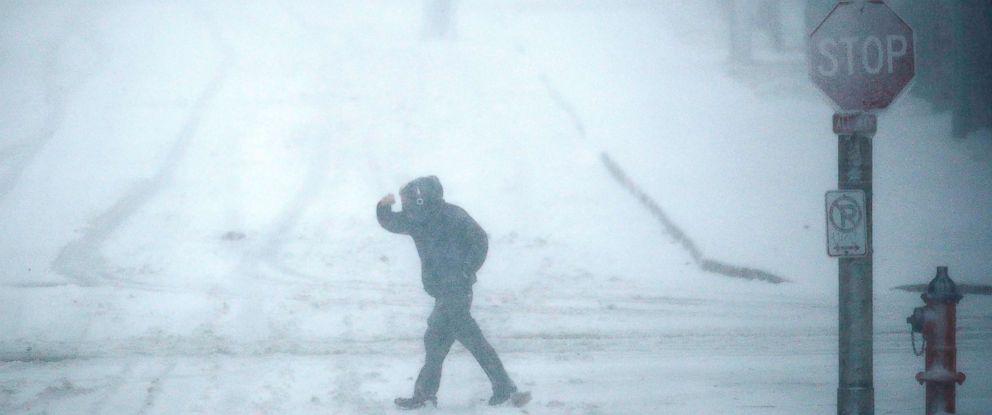 PHOTO: Pedestrians walk as snow falls, Nov. 25, 2018, in Kansas City, Mo.