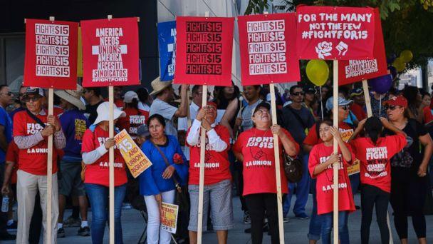 https://s.abcnews.com/images/US/minimum-wage-rally-ap-jt-171231_16x9_608.jpg
