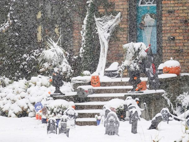 Record snow hits upper Midwest, red flag warnings from California to Colorado