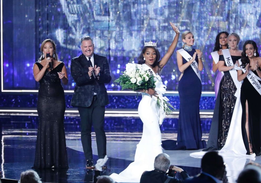 PHOTO: Nia Franklin celebrates after being crowned Miss America, Sept. 9, 2018.