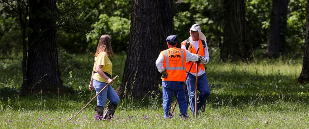PHOTO: Members of Texas EquuSearch conduct a search for four-year-old Maleah Davis Monday, May 6, 2019, in Humble, Texas.