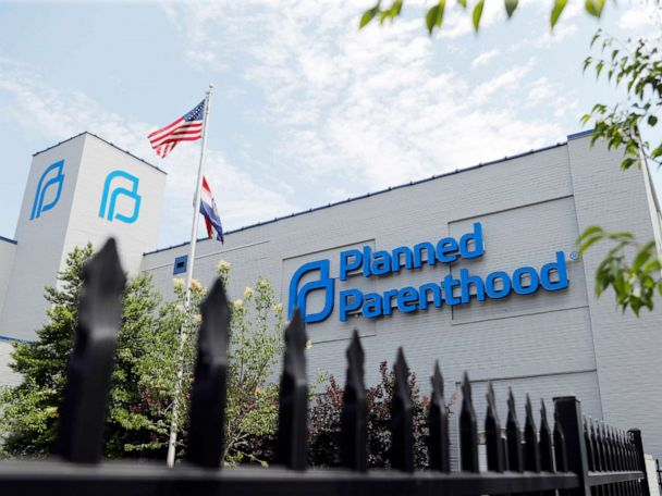 Judge extends restraining order allowing Missouri's lone abortion clinic to continue