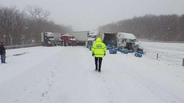 https://s.abcnews.com/images/US/missouri-snow-crash-ho-mo-20190216_hpMain_16x9_608.jpg