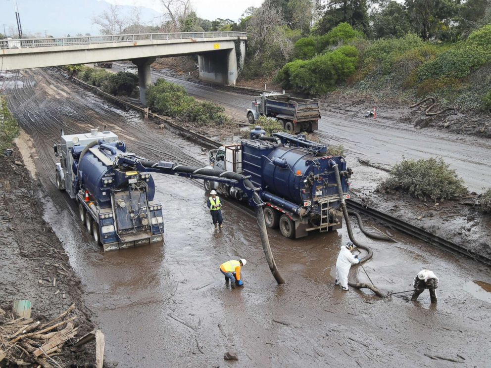 PHOTO: Vacuum trucks are used to clear the muck left by the mudslide from Highway 101 in Montecito, Calif., Jan. 15, 2018.