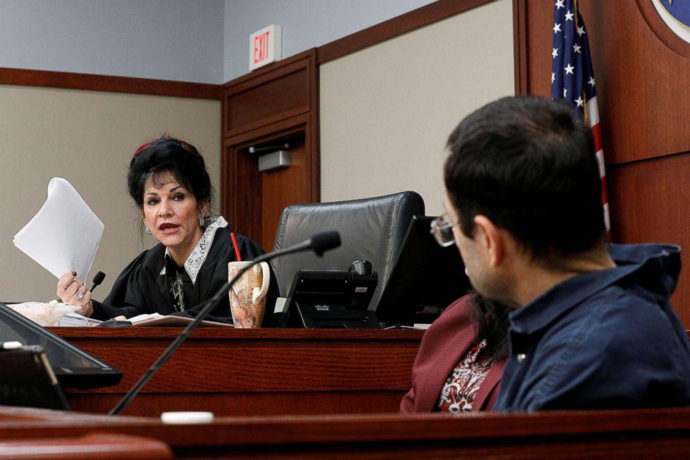PHOTO: Circuit Court Judge Rosemarie Aquilina addresses Larry Nassar, right, during his sentencing hearing in Lansing, Mich., Jan. 18, 2018.