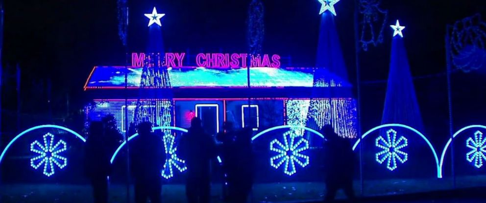 PHOTO: The mayor of Old Bridge Township, N.J., is trying to force Thomas Apruzzi to pay $2,000 a night for security at his Christmas light display.