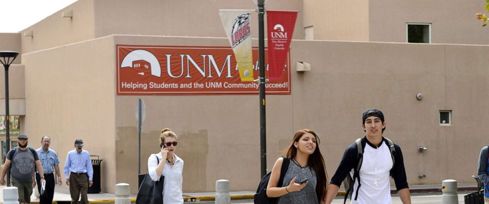 PHOTO:Students walk on the campus of the University of New Mexico in Albuquerque, Sept. 21, 2015.