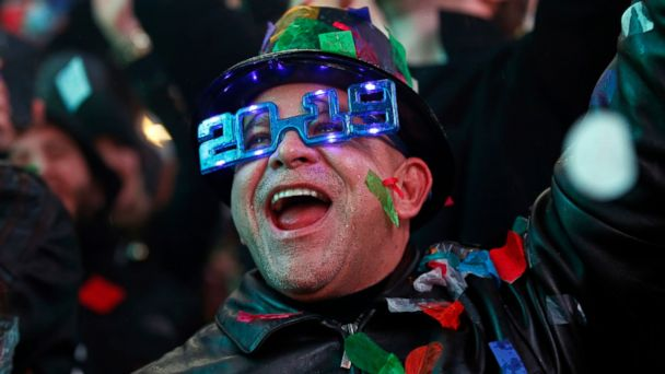 Watch revelers ring in New Year's Eve with celebrations around the world