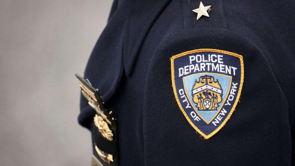 Frau Dateien, die $5-Millionen-Klage gegen cop, brach in Ihr Haus, schrie rassistische Beleidigungen